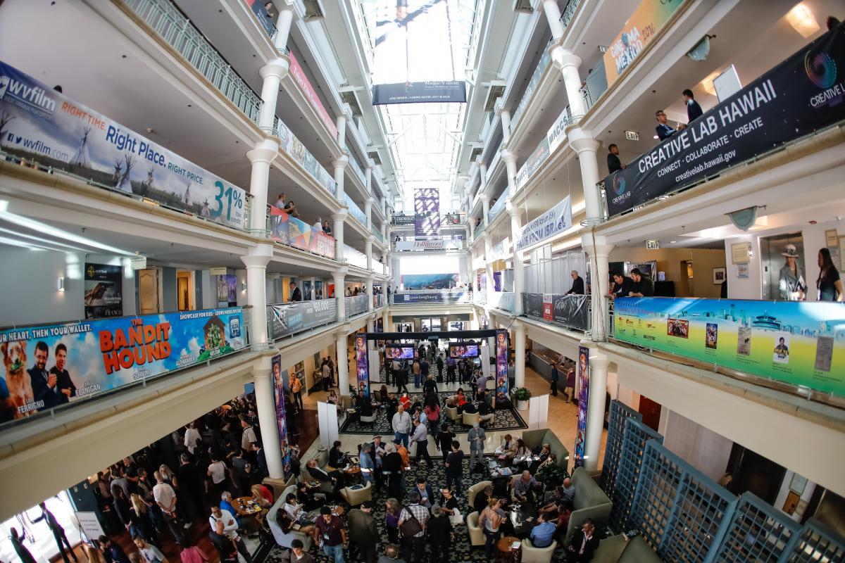 AFM-2016-Day-1-front-2 Univer Vídeo marca presença no AFM, maior evento cinematográfico do mundo