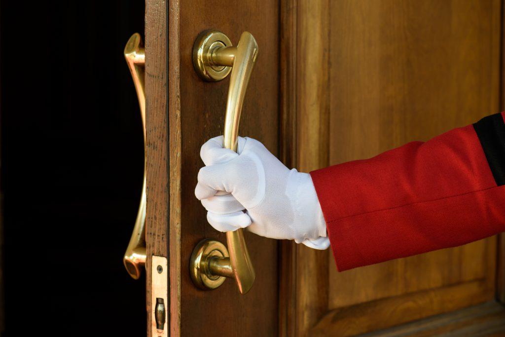 shutterstock_1253439490-1024x683 Anfitrião com excelência - Reunião de obreiros